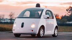 Google'ın sürücüsüz otomobili kara takıldı