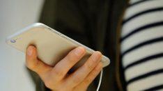 Uçaklarda unutulan telefonlar yarı fiyatına satışa çıkıyor