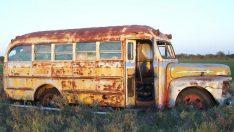 Hurda otobüsten sıcacık bir ev yaptılar