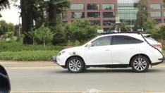 Apple'ın sürücüsüz otomobili yolda giderken görüntülendi