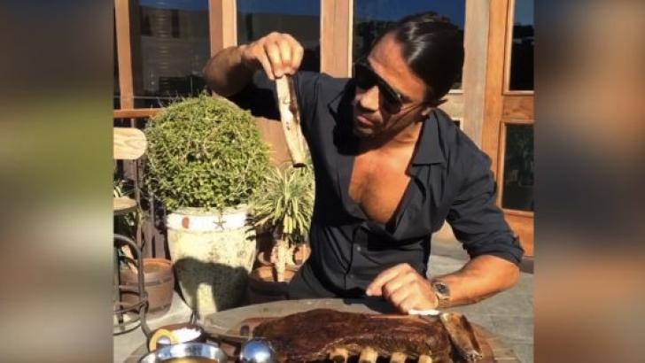 Ramazan'da et pişirme videosu paylaşan Nusret'e tepki