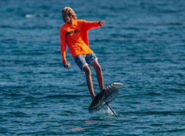 Elektrikli uçan sörf tahtası ile rüzgarsız sörf artık hayal değil