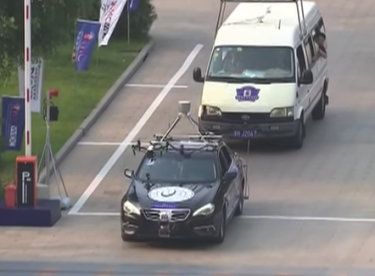 Sürücüsüz otomobil yarışında bir ilk!