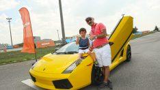 Hot Wheels 30 babaya Lamborghini sürüş deneyimi yaşattı