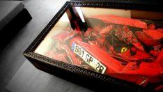 Ferrari'den evine sehpa yaptı
