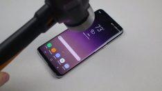 Galaxy S8 Plus'a bıçak ve çekiçle sağlamlık testi yapıldı