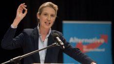 Alman faşist partisi AfD'de lezbiyen lider Alice Weidel