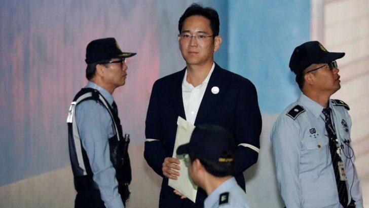 Samsung'un patronunun cezası ertelendi