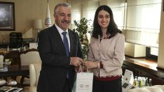 Bakan Arslan Aziz Sancar bursunun ilk sahibini kabul etti