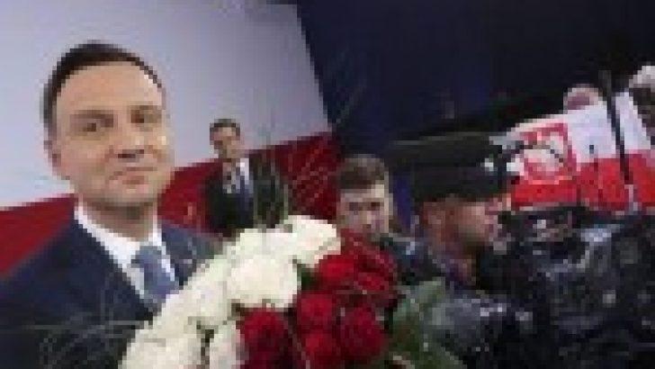 Polonya Cumhurbaşkanı, eleştirilere rağmen Holokost yasasını imzalayacak