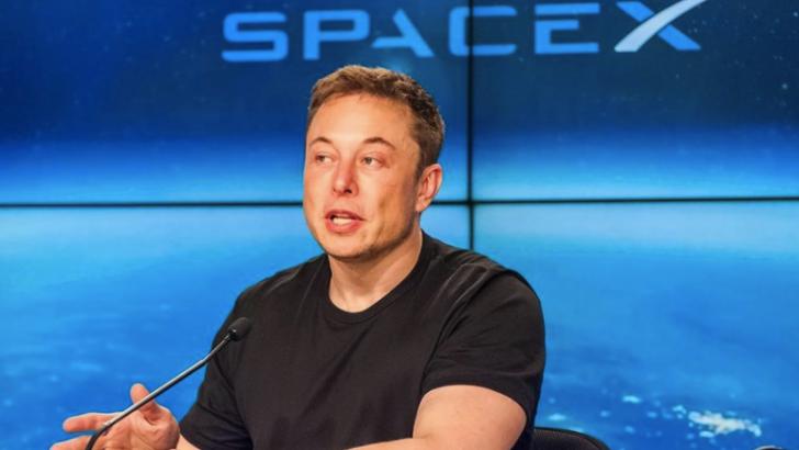 Elon Musk'ın uzaya gönderdiği Tesla'nın akıbeti ne olacak?