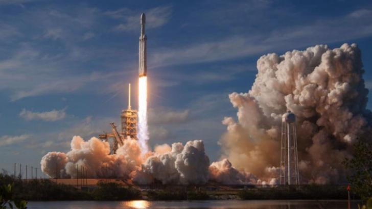 Musk, dünyanın en güçlü roketini fırlattı