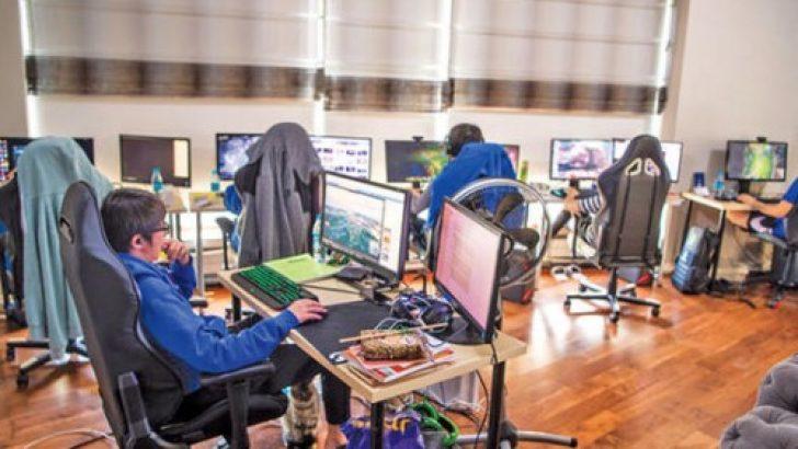 SGK'lı, dolgun maaş… Tek işleri günde 12 saat oyun