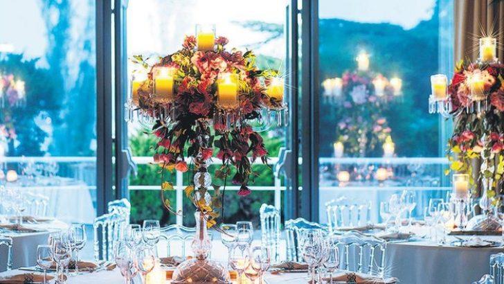 Ahşap, mermer ve metal objelerle düğünler hem doğal hem iddialı