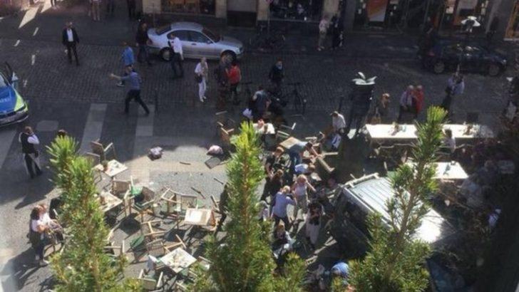 Almanya'da araç kalabalığa daldı: 3 ölü