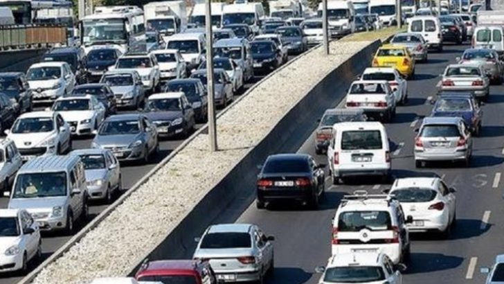 Trafiğe kayıtlı araç sayısı hızla artmaya devam ediyor