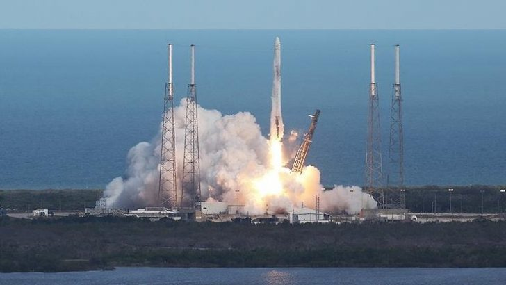 SpaceX uzay istasyonu için kargo kapsülünü uzaya fırlattı