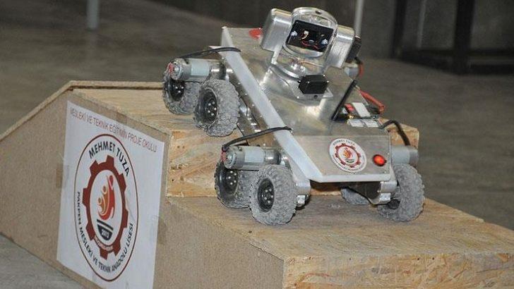 Öğrencilerin yaptığı robot araç engel tanımıyor