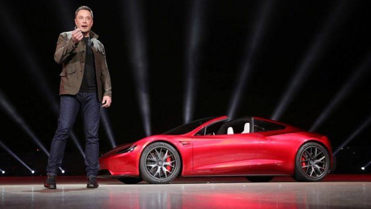 Elon Musk Model 3'ün üretiminin başına geçti!