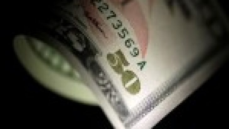 Gün başında 4,0 seviyesine yaklaşan Dolar/TL 3,97'ye geriledi