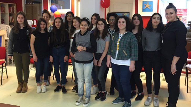 Mercedes-Benz Türk İstanbul'daki yıldız kızlarıyla buluştu