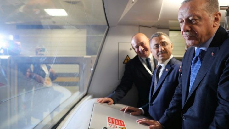 Sürücüsüz Metro Hizmete Başladı