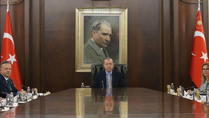Cumhurbaşkanı Recep Tayyip Erdoğan TİM Başkanı İsmail Gülle ve heyetini kabul etti