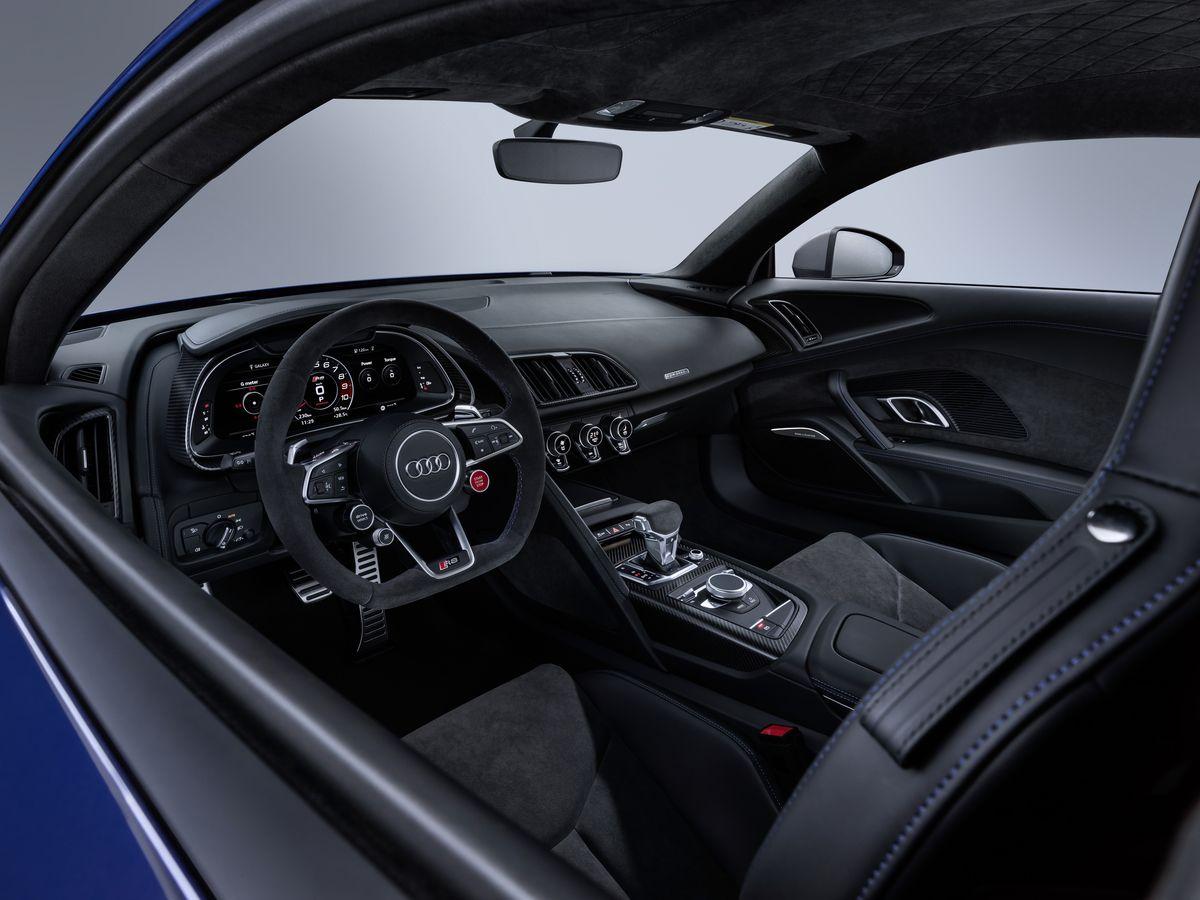 """Pistlerde doğdu, yol için üretildi """"Audi R8"""""""