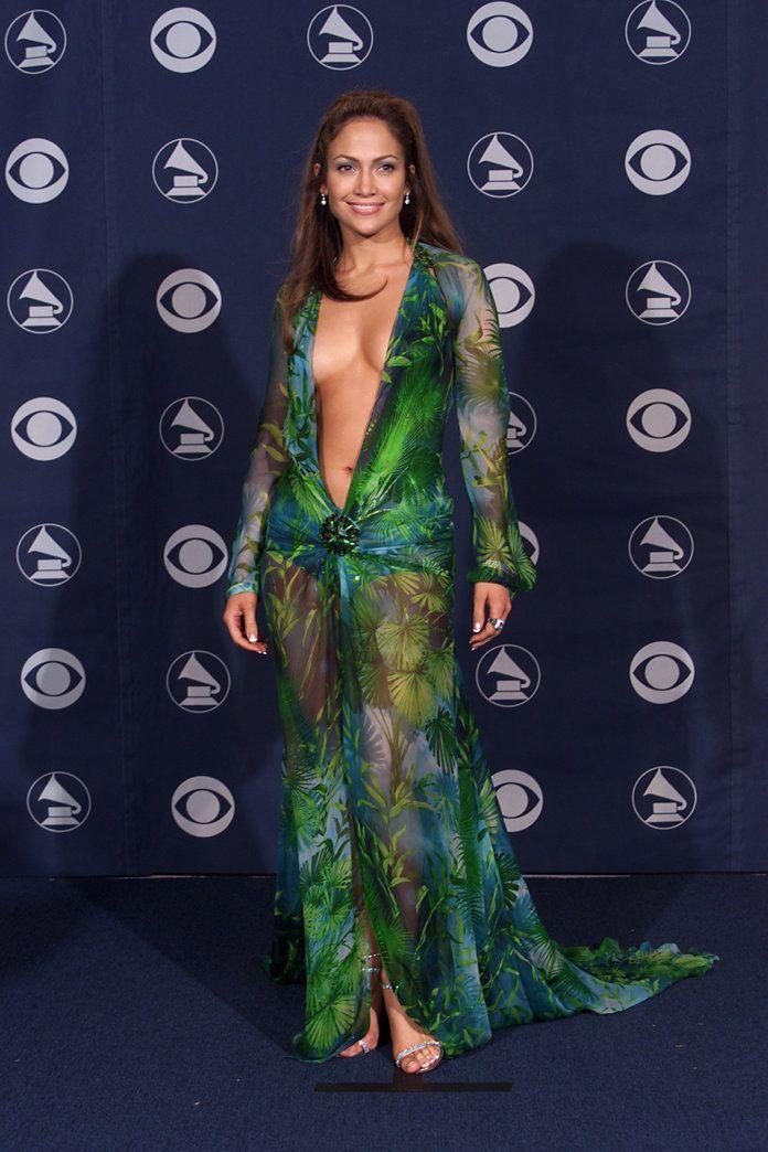 """Jennifer Lopez'den yeni trend """"kumaşım var ama terzi bulamıyorum"""" pozu"""