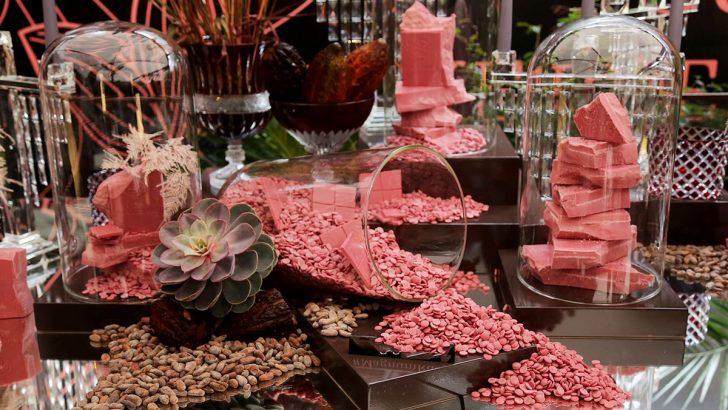 """Bitter, sütlü ve beyaz çikolatadan sonra 80 yılın en büyük keşfi, Dördüncü Tür Çikolata """"Ruby"""""""