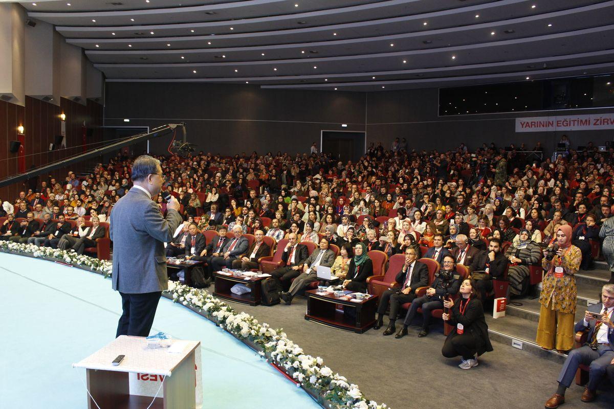 Yarının Eğitimi Zirvesi, Yıldız Teknik Üniversitesi'nde gerçekleştirildi