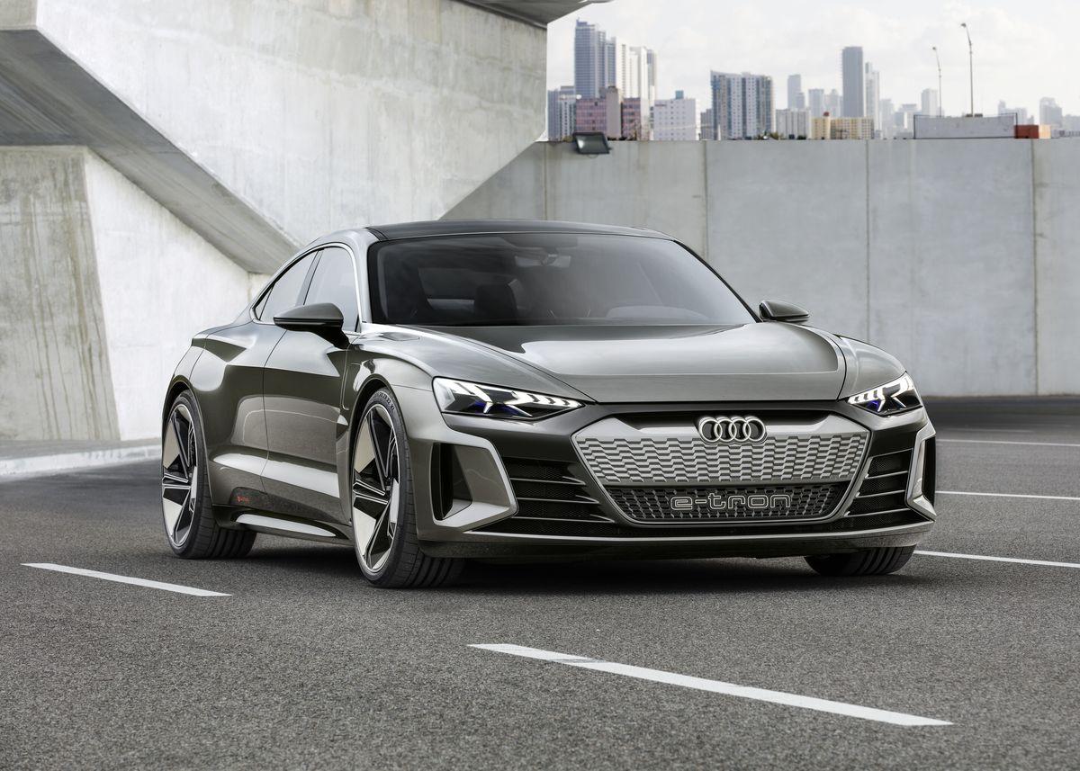 "Audi'den 4 kapılı elektrikli coupe konsepti ""Audi e-tron GT concept"""