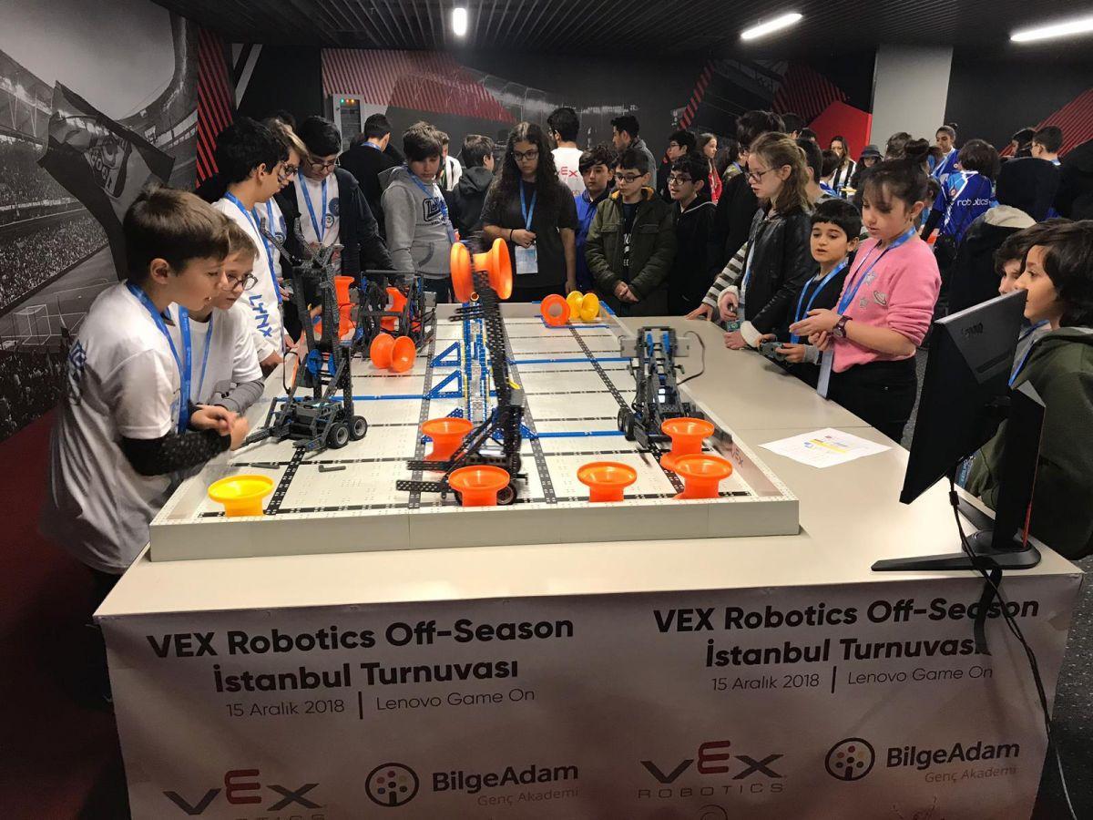 Geleceğin Robot Tasarımcıları, VEX IQ Challenge'da Buluştu