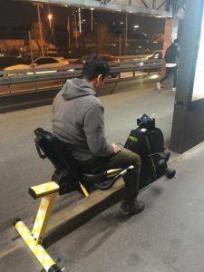 """Metrobüs Duraklarında İlgi Gören """"Şarj Bisikleti"""""""