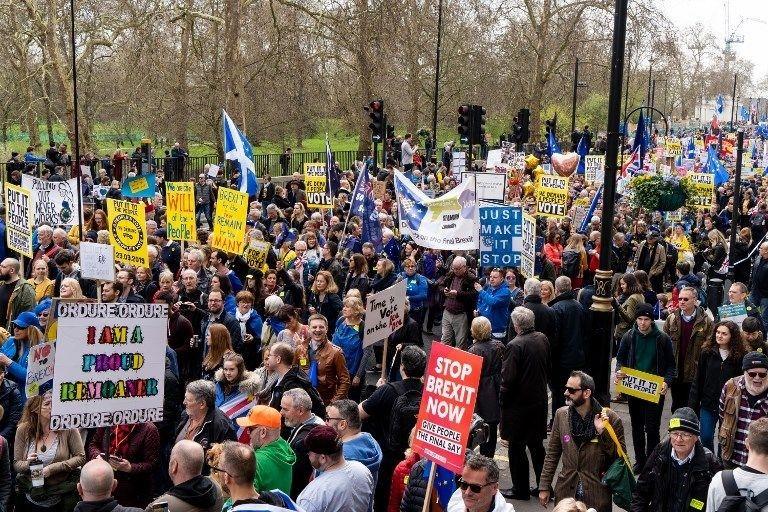 İngiltere'de yaklaşık 1 milyon kişi Brexit'i proteso etti!