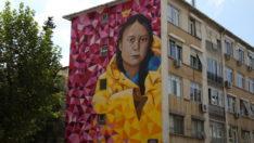 16 yaşındaki İsveçli iklim aktivisti Greta Thunberg Kadıköy duvarlarında