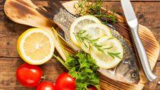 Balığa limon sıkın ve yanında soğan yiyin!