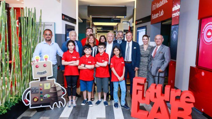 Türkiye Vodafone Vakfı Danışma Kurulu Üyeleri Yarını Kodlayan Çocuklardan Mentorluk Aldı
