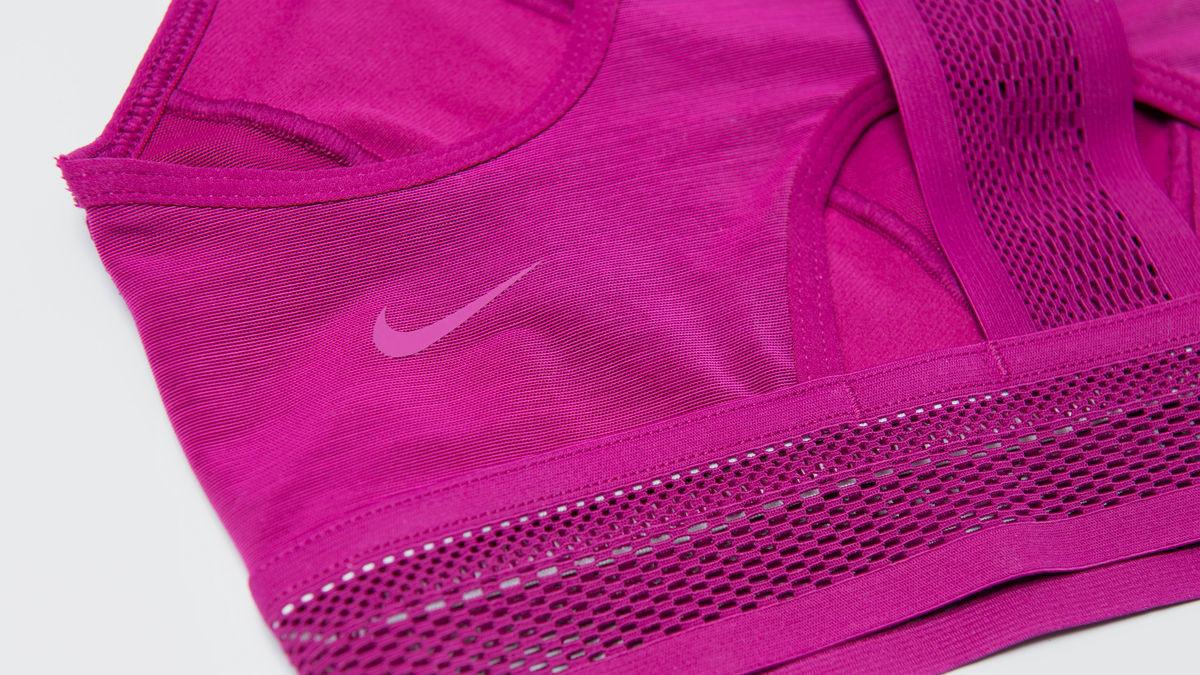 Nike Gündelik Problemleri Ortadan Kaldıran En Yeni İki Sporcu Sütyenini Tanıttı!