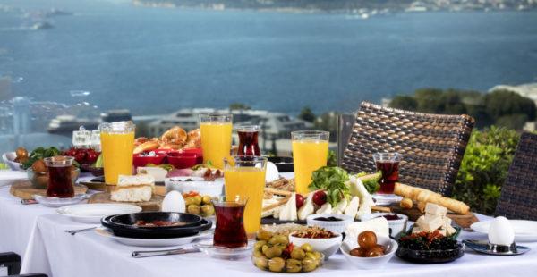 Eşsiz Boğaz Manzarasına Karşı Enfes Türk Kahvaltısı