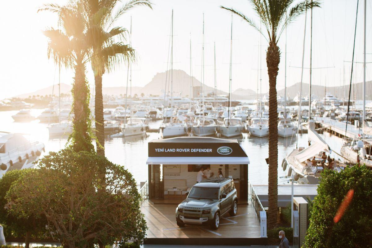 Yeni Land Rover Defender Bodrum Yalıkavak Marina'da Tutkunlarıyla Buluşuyor