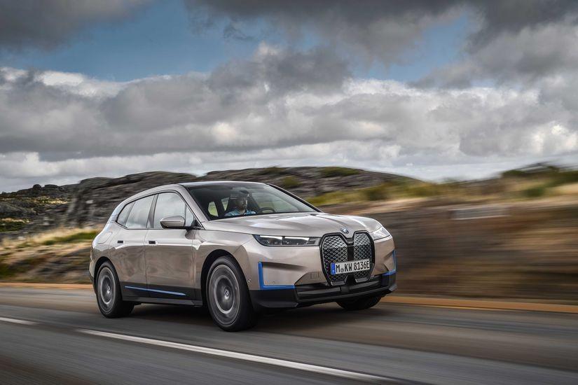 BMW Mobilitenin Geleceğine Giden Yolu BMW iX ile Aydınlatıyor