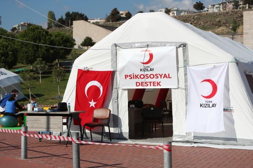 Kızılay İzmir'deki Yardımlarını Sürdürüyor