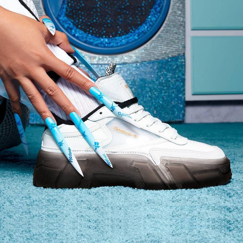 Reebok ve Cardi B, ilk ayakkabı koleksiyonuna imza attı