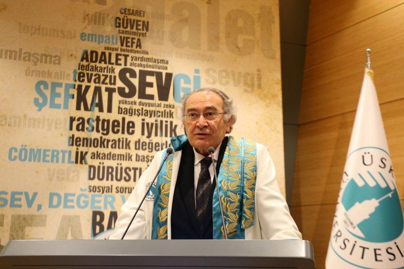 """Prof. Dr. Nevzat Tarhan: """"Üniversiteler bilimin öncülüğünü yaparlar"""""""