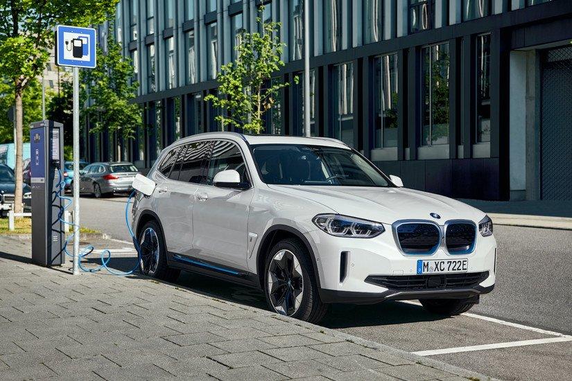 Tamamen Elektrikli Yeni BMW iX3 Showroom'larda Yerini Aldı