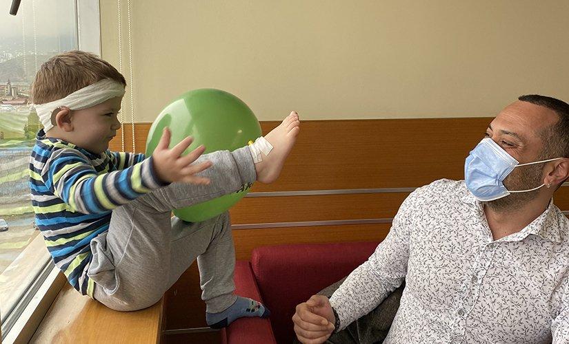 Bosnalı 3 yaşındaki Bilal hayatındaki ilk sesleri Trabzon'da duydu