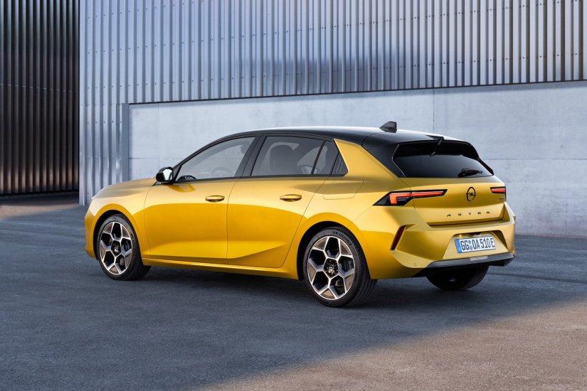 Opel Astra Tamamen Yenilendi ve Şarj Edilebilir Hibritle Elektriklendi!